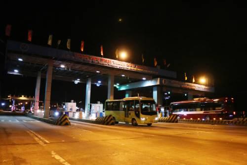 Trạm thu phí cao tốc TP HCM-Trung Lương dừng thu phí. Ảnh: Hoàng Nam