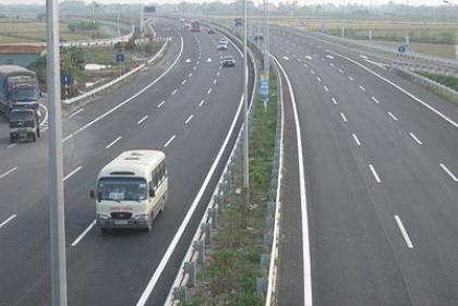Thủ tướng yêu cầu đảm bảo tiến độ cao tốc Bắc - Nam