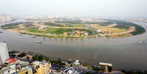 Bán đảo Thủ Thiêm (quận 2) nhìn từ phía quận 1. Ảnh: Quỳnh Trần