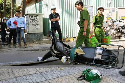Ván công trình 17 tầng ở Sài Gòn rơi, người đi đường trọng thương