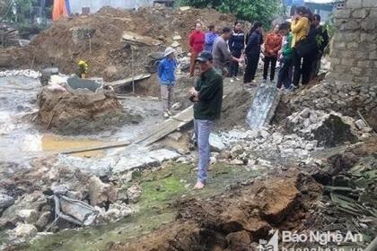 Nghệ An: Sập tường khi làm móng nhà, hai người thương vong