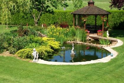 Xu hướng thiết kế sân vườn có hồ nước hiện nay