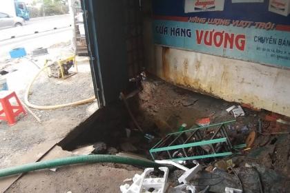 Vỡ đường ống cấp nước cho 3 quận ở Sài Gòn