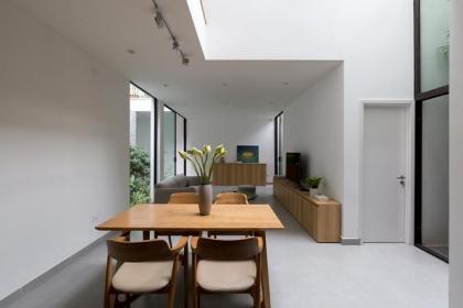 Nhà trong ngõ hẹp vẫn đẹp và tràn ngập ánh sáng