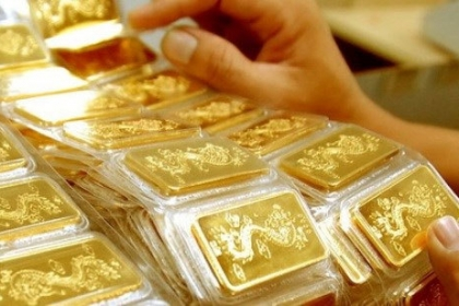 Giá vàng hôm nay 9/4: USD yếu, ồ ạt mua vàng, giá tăng vọt