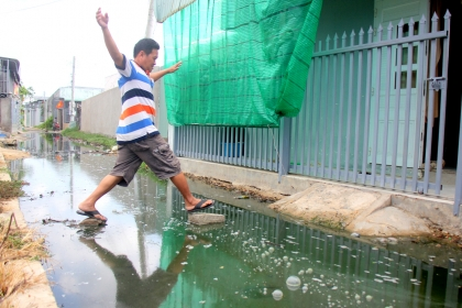 Hơn 300 hộ dân Bà Rịa -Vũng Tàu bị mương nước thối tấn công