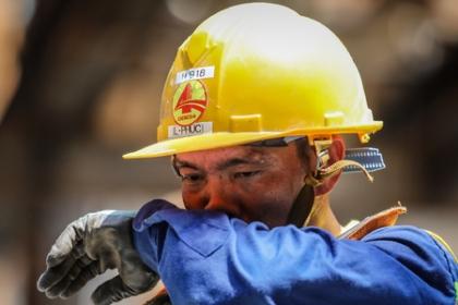 Công nhân metro Sài Gòn dầm mình thi công dưới nắng nóng