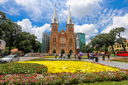 Nhà thờ Đức Bà Sài Gòn 4 năm nữa mới trùng tu xong