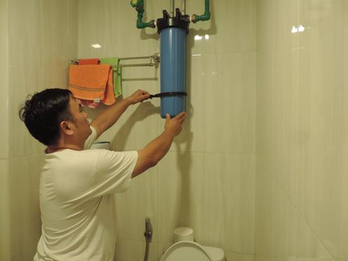 Hệ thống lọc nước của gia đình ông Đặng Văn Tuấn.