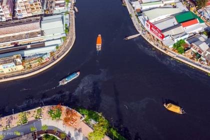 Nước sông chuyển màu đen ở Hậu Giang có nhiều chỉ số vượt quy định