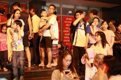 Cư dân tháo chạy vì nổ biến áp tầng hầm chung cư ở Hà Nội