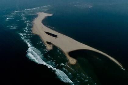 Cồn cát trên biển Cửa Đại 'biến dạng' liên tục