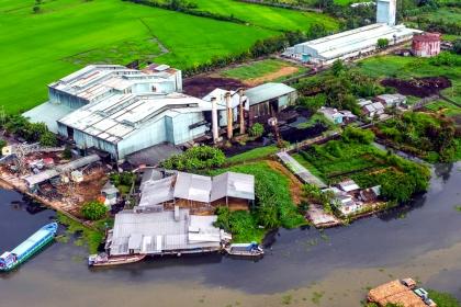 Nhà máy đường là thủ phạm khiến dòng sông ở miền Tây đen kịt
