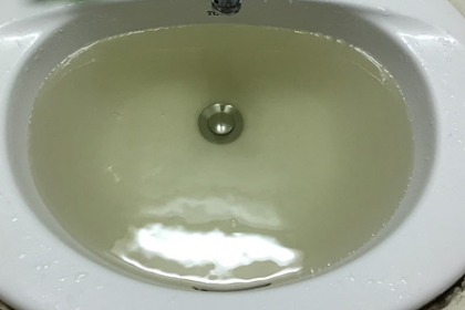 Dân chung cư Hà Đông nấu ăn, tắm gội bằng nước vàng đục