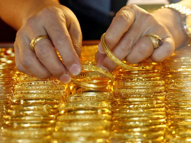 Giá vàng hôm nay 18/5: Tăng vọt, đã vượt 49 triệu đồng/lượng - Ảnh 1.