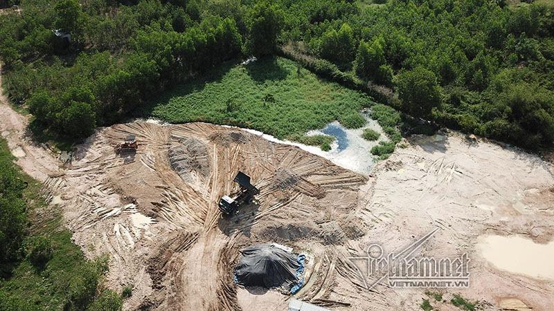 Sau La Ngà, những hồ nước 'vô chủ' tố kẻ phát tán chất thải