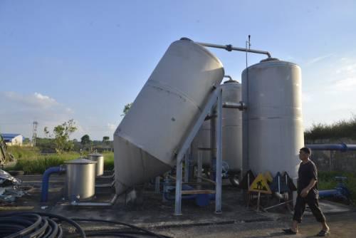 Hệ thống máy bơm, trụ tăng áp của trạm cấp nước sạch trạm cấp nước sạch thị trấn Đại Nghĩa