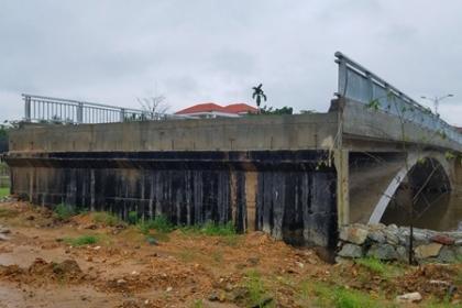 Cầu 32 tỷ đồng xây xong hơn 6 tháng vẫn chưa có đường dẫn