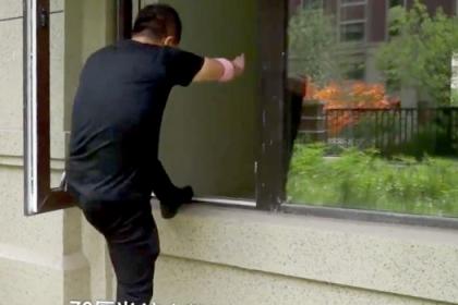 Mua chung cư cao cấp, gia chủ phải vào nhà bằng cửa sổ