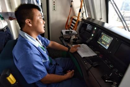 Gần 700 nhân sự vận hành 13 km tàu Cát Linh - Hà Đông