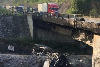 Thông đường tạm trên cao tốc Nội Bài - Lào Cai sau vụ cháy xe