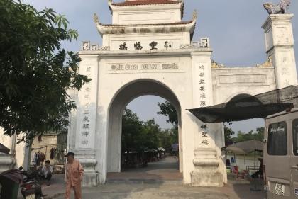 """Nghệ An, Chính quyền quyết quy hoạch di dời ki-ốt của dân khu vực đền ông Hoàng Mười, rất cần """"tiếng nói chung"""""""