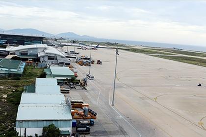 Đường băng sân bay quốc tế Cam Ranh xuống cấp