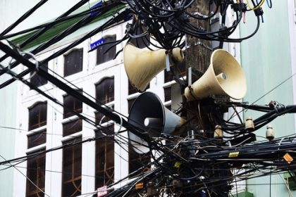 Nhiều người dân lo mất phí khi dùng thiết bị thông minh thay loa phường