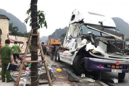 Xe container gây tai nạn liên hoàn trên quốc lộ, một người chết