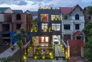 Ngôi nhà hoang nổi bật giữa khu phố sau cải tạo