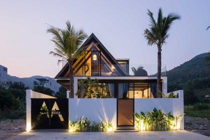 Ngỡ ngàng trước vẻ đẹp ngôi nhà dưới chân núi Sơn Trà