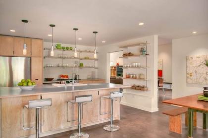 19 ví dụ minh chứng rằng một căn bếp hoàn hảo không thể nào thiếu được những chiếc kệ mở