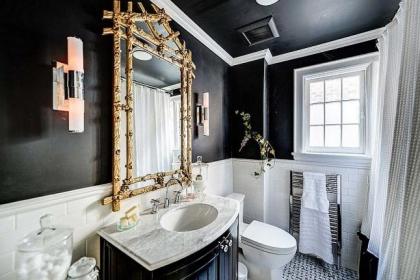Điểm danh những cách trang trí 'lôi' tông màu đen vào phòng tắm