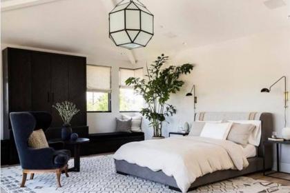 Thư giãn trong phòng ngủ hiện đại và xanh mát