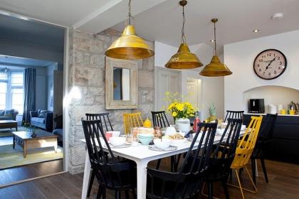 Đón đông về với những mẫu ghế ăn mang sắc vàng rực rỡ