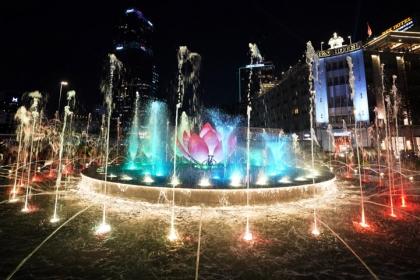 Biểu diễn nhạc nước hàng đêm tại phố đi bộ Nguyễn Huệ