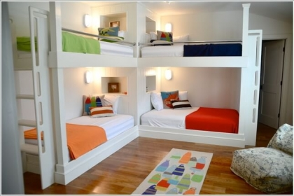 Phòng bé mát mẻ với thiết kế giường kim loại