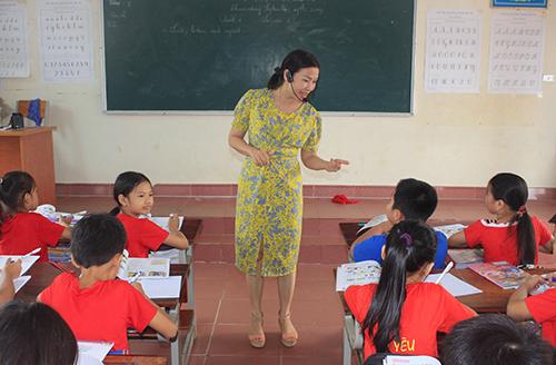 Một tiết học tiếng Anh của học sinh Tiểu học ở Hà Tĩnh. Ảnh: Đ.H